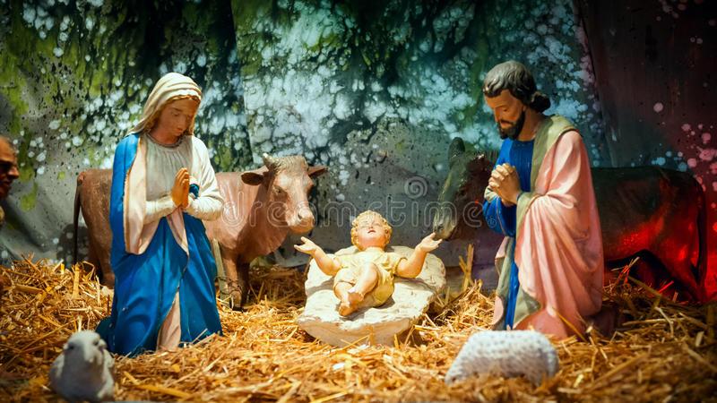christmas-nativity-scene-baby-jesus-mary-joseph-barn-41328633